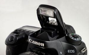Встроенная фотовспышка фотоаппарата