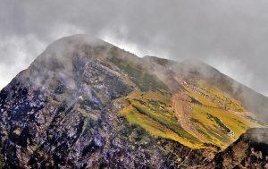 Горы в туманной дымке