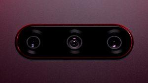Тройная фотокамера телефона