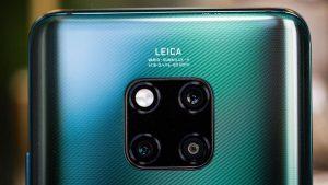 Телефон с тройной фотокамерой