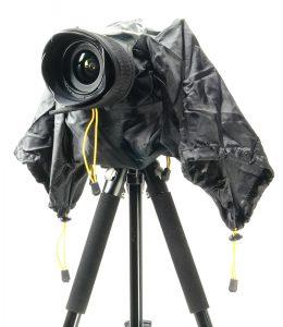 Фотоаппарат в защитном чехле