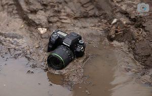 Фотоаппарат в грязи и воде