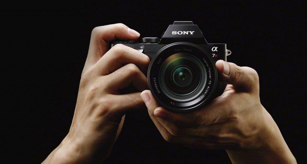 Как-правильно-держать-фотоаппарат
