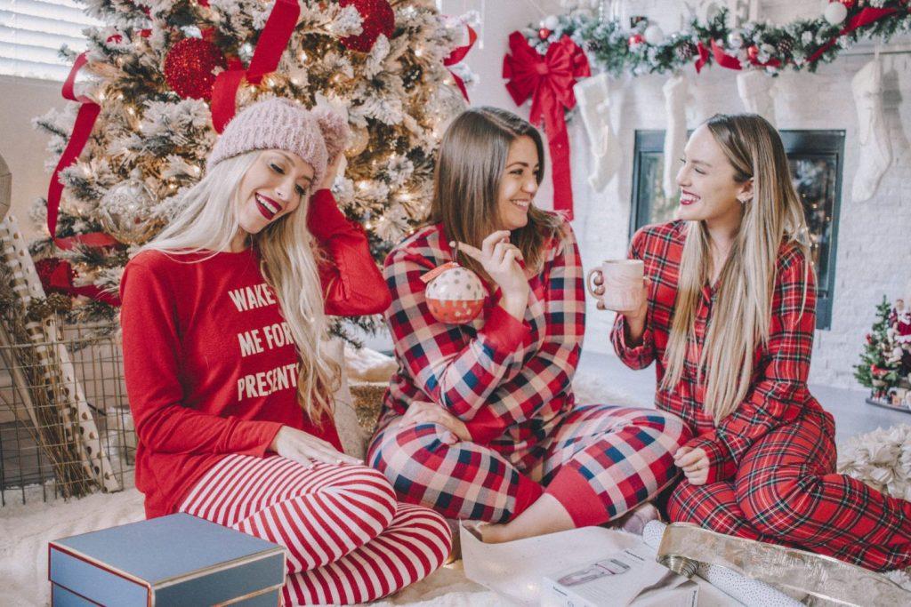Позы-для-новогодней-фотосессии-подруг