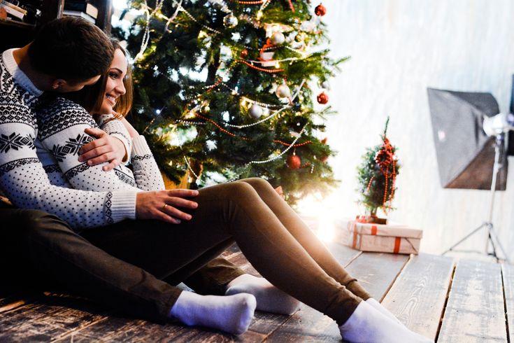 Позы-для-новогодней-фотосессии-влюбленных