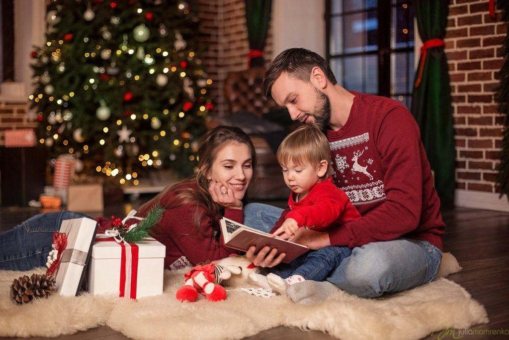 Позы-для-семейной-новогодней-фотосессии