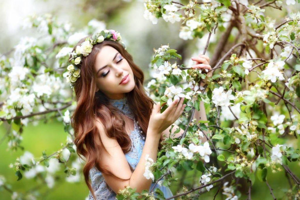 Фотосъемка на цветущем фоне