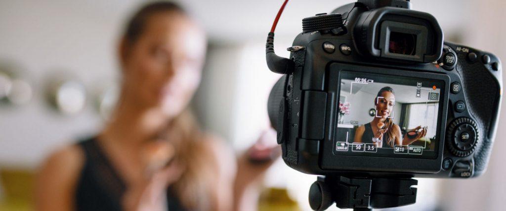 Профессиональные видеокамеры выбор камеры для видеосъемки свадеб и кино рейтинг лучших моделей для съемок видео Чем отличаются от любительских