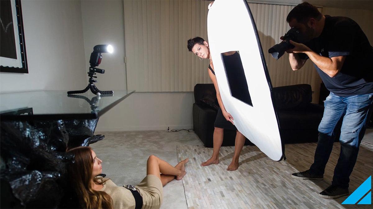 размещение фотовспышек в комнате мужской